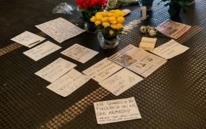 Homenagem a vendedor morto no Metrô atrai centenas de pessoas em São Paulo