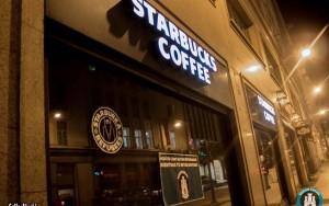 """""""Starburca"""": Após contratar refugiados, Starbucks é alvo de protestos na Espanha"""