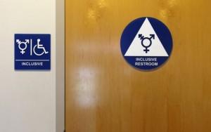 Trump anula norma que permitia transgênero escolher banheiro nas escolas dos EUA