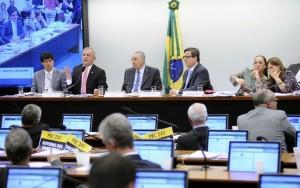 Câmara aprova projeto de lei que autoriza terceirização da atividade-fim