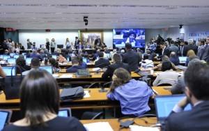 Comissão aprova texto da reforma trabalhista e projeto já pode ir ao plenário