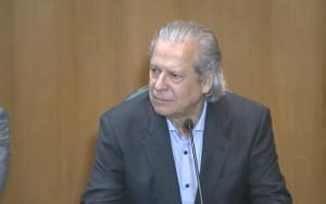 José Dirceu deixa a prisão após decisão do Supremo Tribunal Federal
